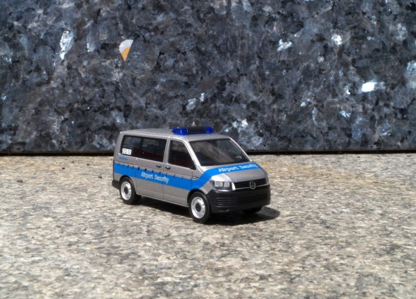 "VW T6 Bus ""Fraport / Airport Security"""