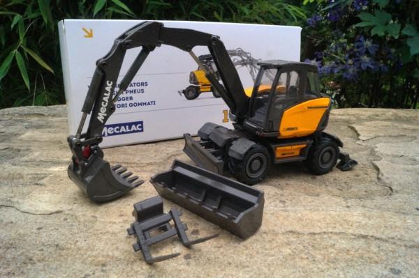 Mecalac 15 MWR Mobilbagger mit Anbauteilen