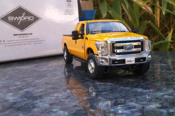 FORD Pick Up F250 mit Super Cab & 8' Bett, DOT-orange