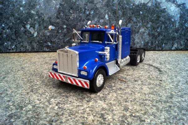 Kenworth 3achs Zugmaschine blau metalic