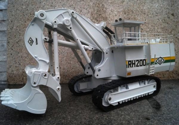 O&K RH 200 Hydraulikbagger weiß