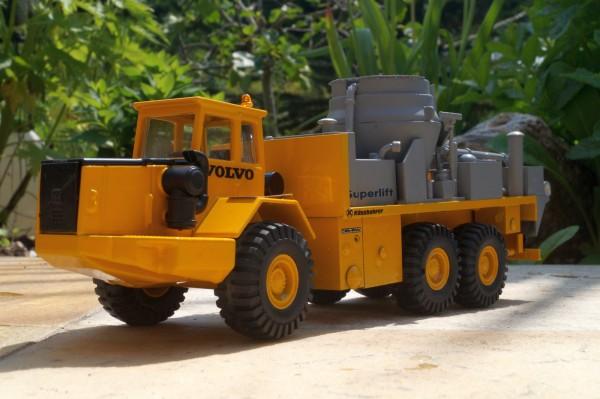 Volvo Dumper mit Streuaufbau