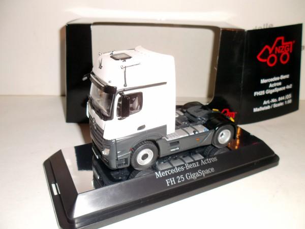 Mercedes Actros Gigaspace 4x2 Sattelzugmaschine FH 25 weiß