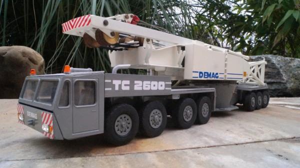 Terex Demag TC 2600 Gittermastkran ohne Gittermast mit LKW
