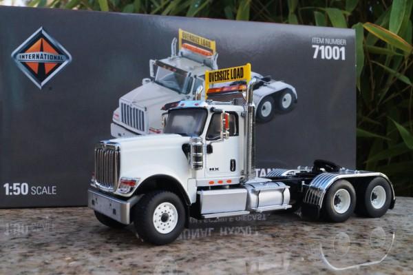 International HX 520 3achs Zugmaschine weiß