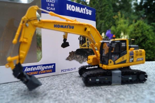 Komatsu PC 210 LCi -11 Kettenbagger mit Humusschaufel