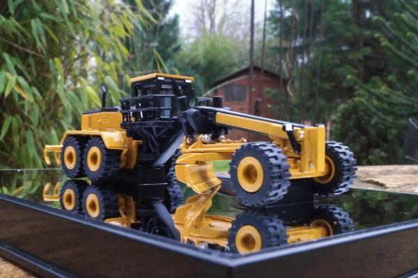 CAT 24M Motorgrader Elite Version scale 1:125