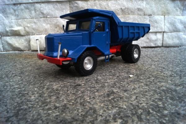 Krupp 2achs Muldekipper blau /UniCata Modell