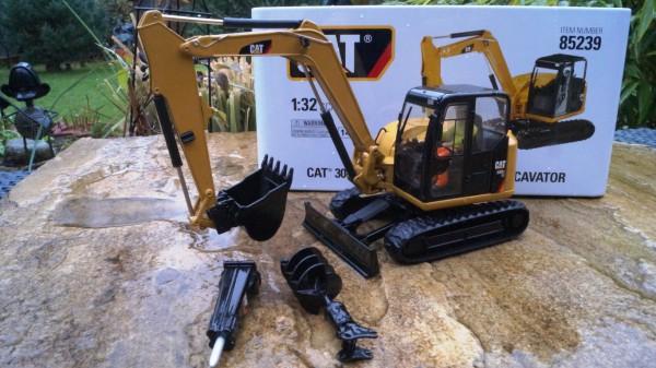 CAT 308 E2 CR SB Minibagger mit Anbauteilen 1:32