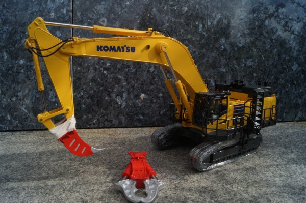 Komatsu PC 1250-11 Bagger mit Abbruchausrüstung und Reißzahn