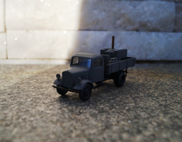 Mercedes-Benz Pritschen-LKW mit Feldküche 1:87