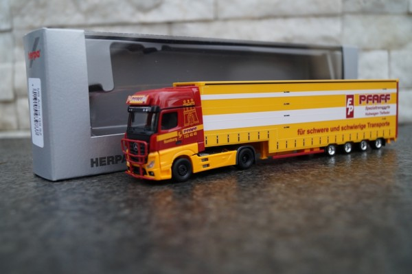 """Mercedes-Benz Actros `18 GigaSpace Volumen-Sattelzug """"Pfaff"""""""